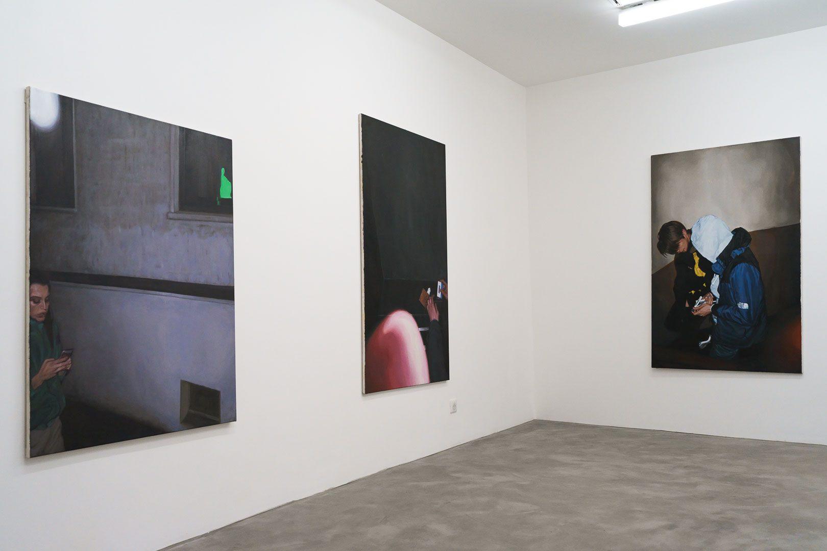 """Vue de l'exposition """"Overexposure"""", GALERIE CHLOE SALGADO III © GALERIE CHLOE SALGADO et Julian Simon"""