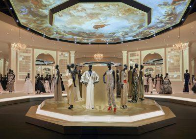 V&A_Christian Dior Designer of Dreams exhibition_Ballroom section (c) ADRIEN DIRAND (22)