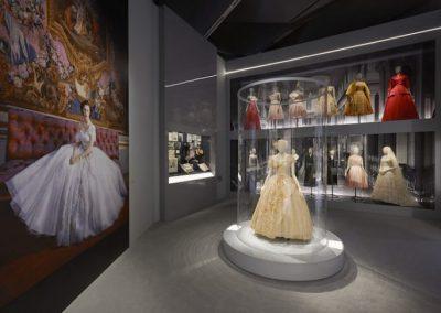 V&A_Christian Dior Designer of Dreams exhibition_Dior in Britain section (c) ADRIEN DIRAND (6)