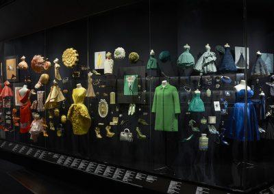 V&A_Christian Dior Designer of Dreams exhibition_Diorama section (c) ADRIEN DIRAND (15)