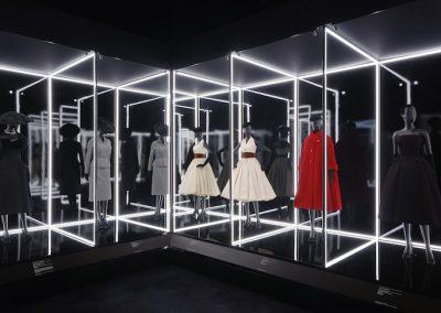 V&A_Christian Dior Designer of Dreams exhibition_The Dior Line section (c) ADRIEN DIRAND (7)