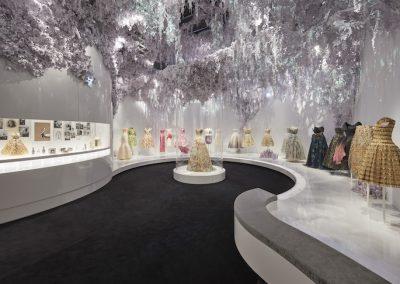 V&A_Christian Dior Designer of Dreams exhibition_The Garden section (c) ADRIEN DIRAND (3)