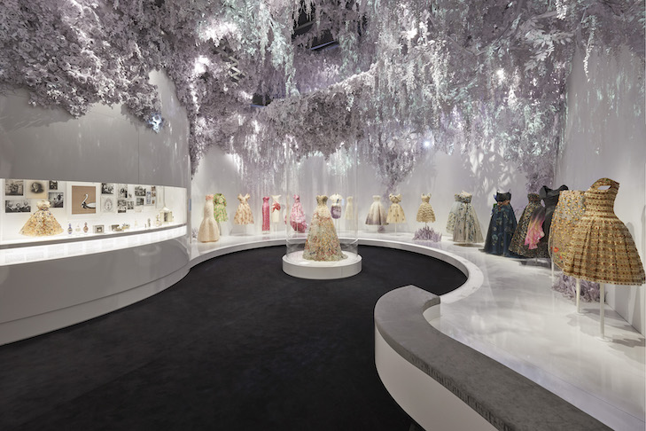 V&A_Christian Dior Designer of Dreams exhibition_The Garden section (c) ADRIEN DIRAND (3)