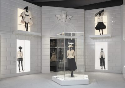 V&A_Christian Dior Designer of Dreams exhibition_The New Look section (c) ADRIEN DIRAND (20)