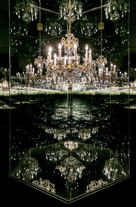 Wunderkammer, Yayoi Kusama, Chandelier of Grief, © Swarovski Kristallwelten