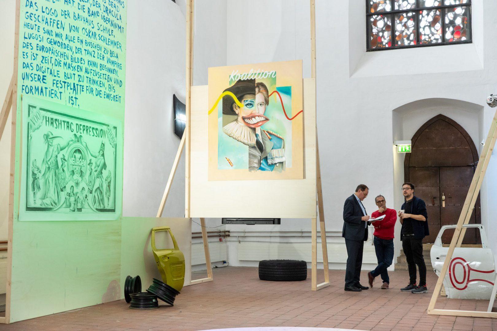 Filip Markiewicz | Celebration Factory, Enrico Lunghi und Filip Markiewicz im Pressegespräch, Kunsthalle Osnabrück, 2019/20. Courtesy Friso Gentsch / Kunsthalle Osnabrück