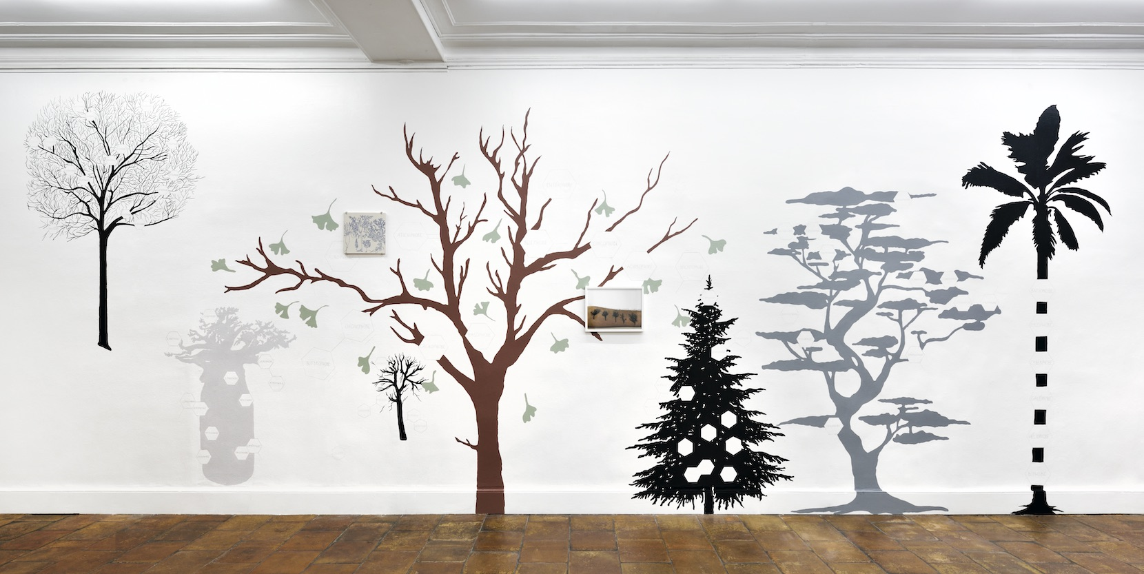Forêt généalogique, 2020, Wall Painting (view of the exhibition Déraison du quotidien at Galerie Mansart, Paris, 2020) © Jeanne Susplugas