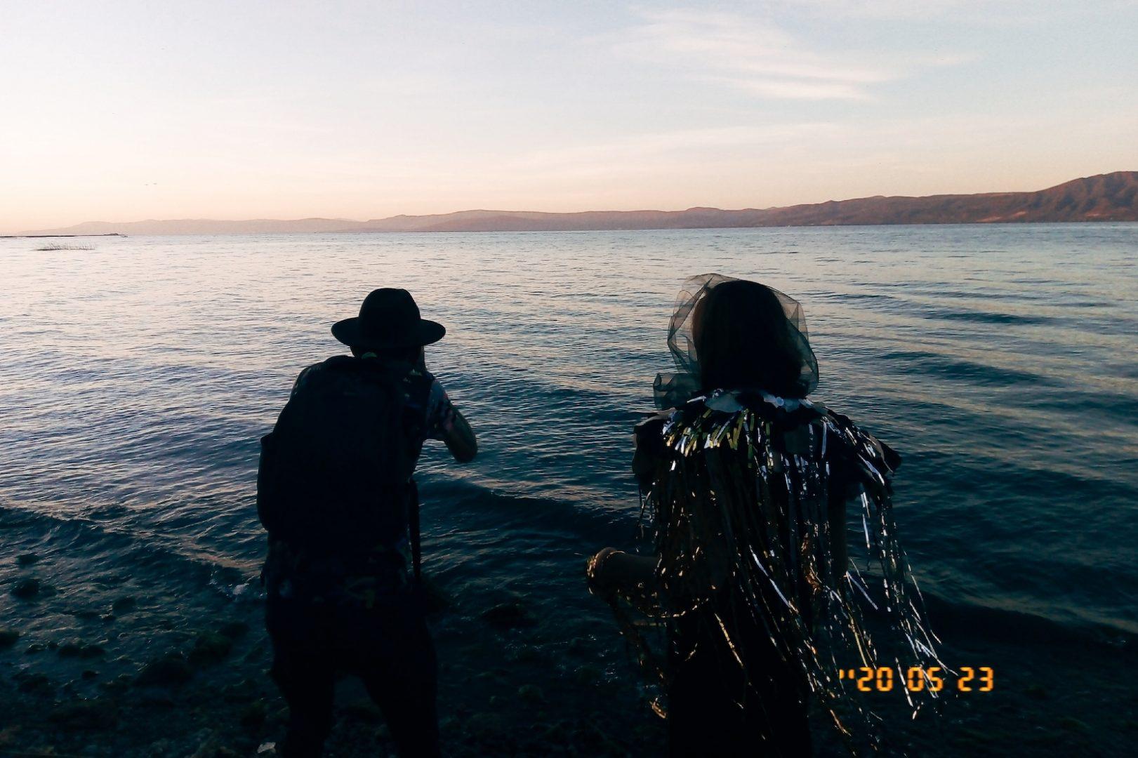 Rodrigo and Hanna entering the lake, photo by @sirlemat